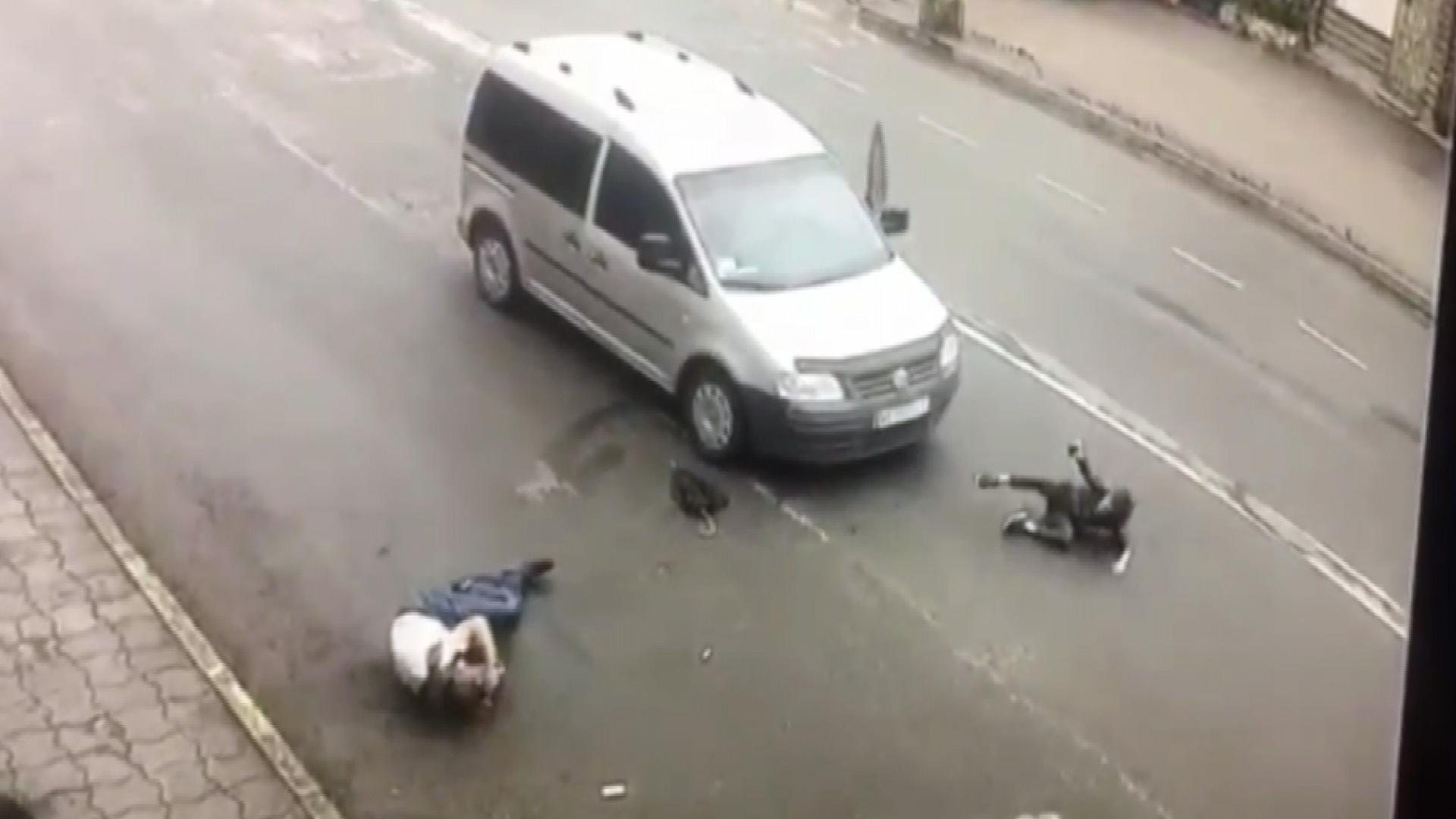 Не намагався гальмувати: у Коломиї Фольксваген на переході збив чоловіка і дитину (ВІДЕО)