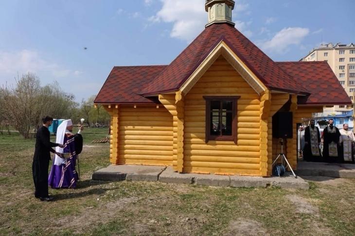 Суд зобов'язав прибрати капличку та хрести зі спірної ділянки поблизу міського озера