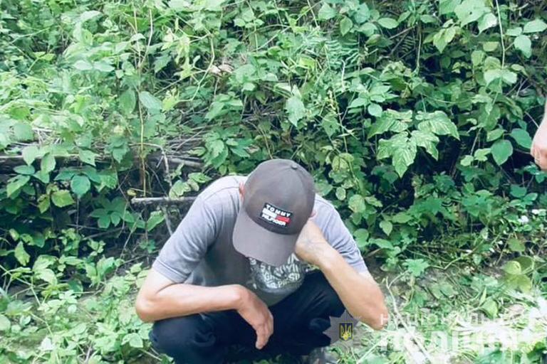 Коломиянин облаштував конопляну плантацію поблизу місцевої річки (ФОТО)