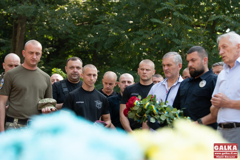 На День захисника України в Меморіальному сквері вшанували полеглих у боротьбі за державу (ФОТО)