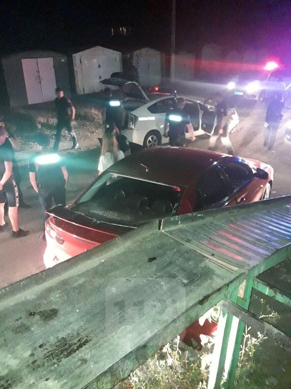 Вночі поліція влаштувала погоню за п'яним водієм: двоє правоохоронців травмовані (ФОТО)