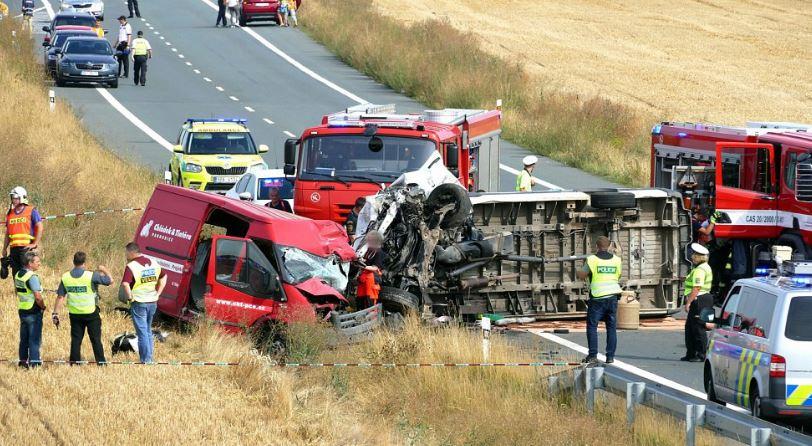 Двоє братів з Прикарпаття загинули в автокатастрофі у Чехії. Ще троє земляків у лікарні (ФОТО)