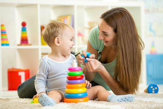 """""""Муніципальна няня"""": 105 прикарпатських сімей отримують щомісячну компенсаційну виплату на дитину"""