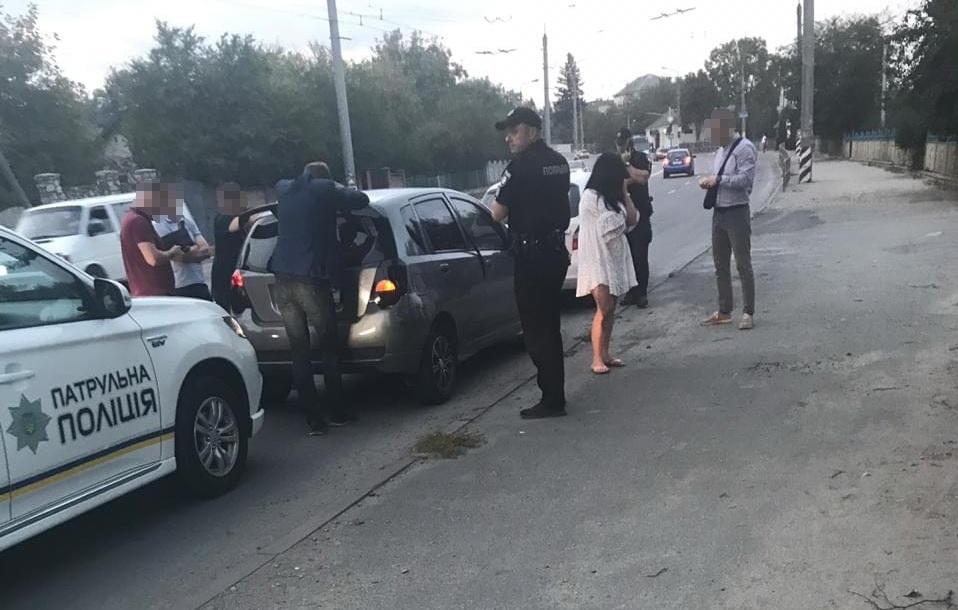 Канал незаконної міграції у ЄС в Коломиї організував працівник турагентства - СБУ (ФОТОФАКТ)