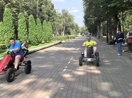 Для юних франківців з інвалідністю влаштували перегони на веломобілях (ФОТО)