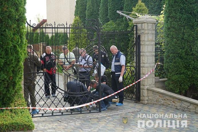 Ректору тернопільського вишу підкинули у двір вибухівку: він і дружина поранені