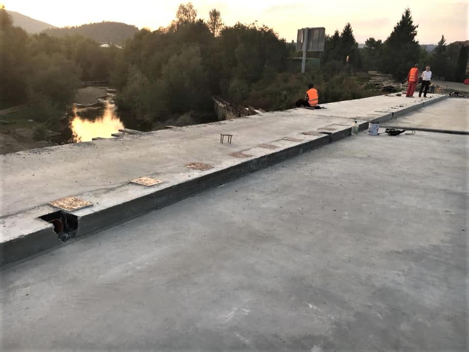 На автомобільному мості у Косові вже готуються стелити асфальт (ФОТО)
