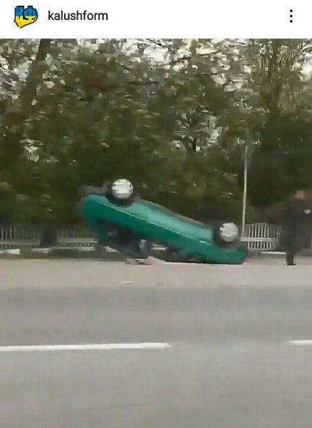 ДТП на Калущині: автомобіль перекинувся на дах (ВІДЕО)
