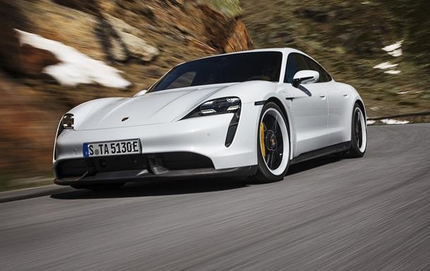 Компанія Porsche презентувала перший серійний електрокар (ФОТО)