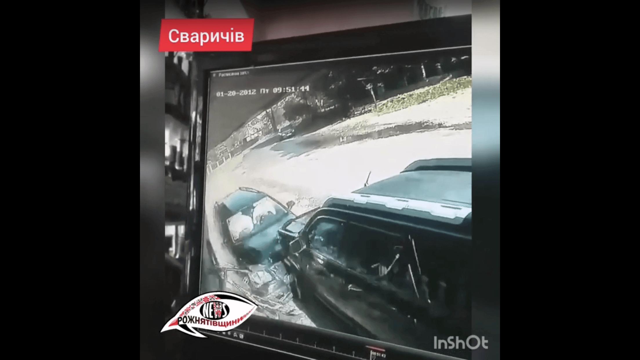 На Рожнятівщині водій врізався у припарковане авто, є травмовані (ФОТО, ВІДЕО)