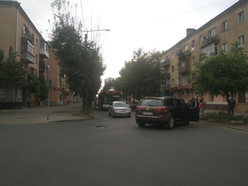 Через ДТП на вулиці Бельведерській в Івано-Франківську утруднений рух (ФОТО)