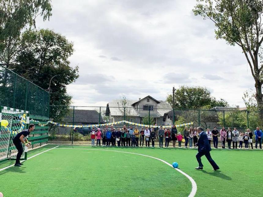 Новий спортмайданчик відкрили у селі на Тлумаччині (ФОТО)