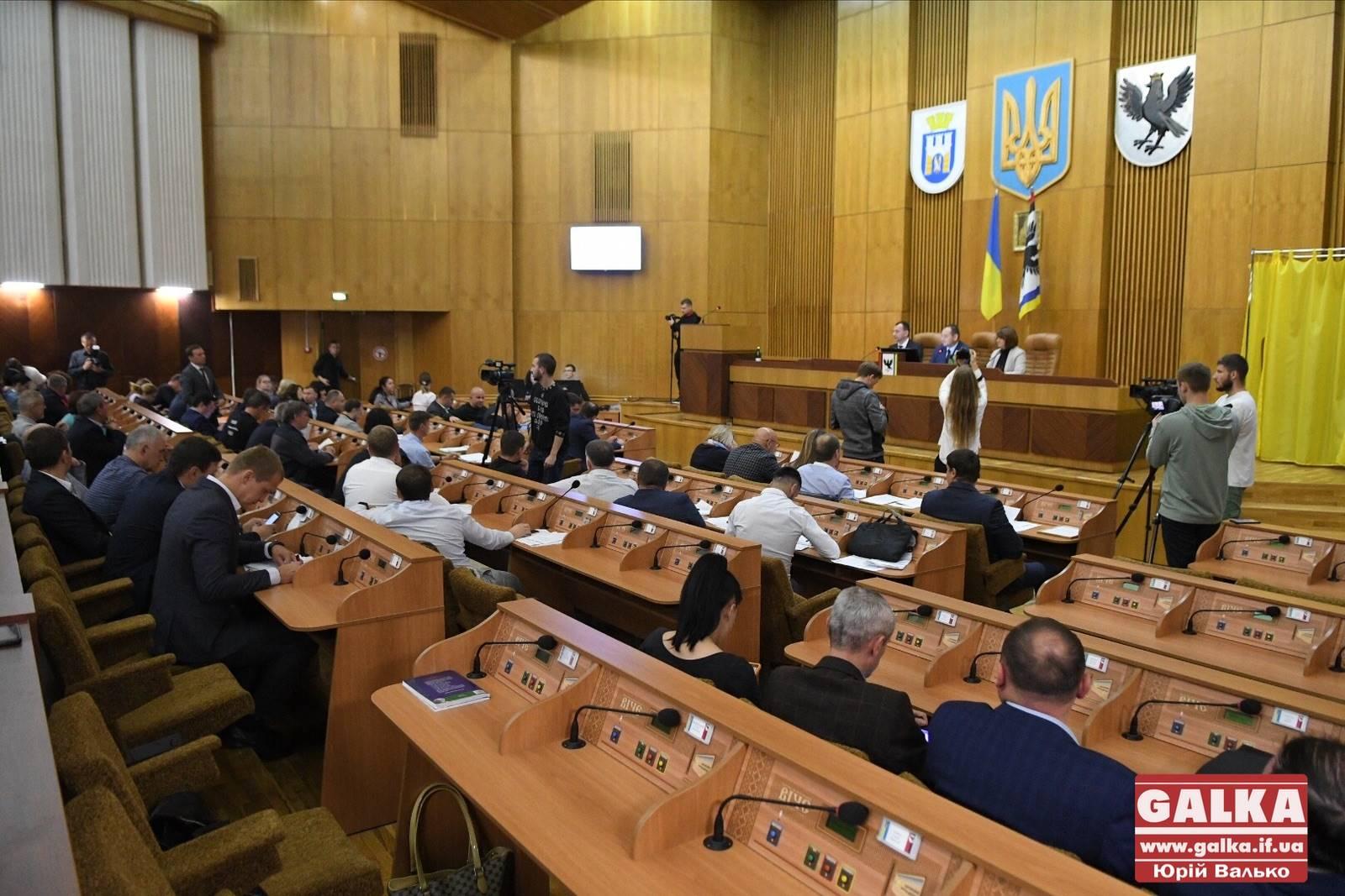 """""""Торгівля землею може перетворити Україну на сировинну колонію"""". Депутати міськради вимагають у президента й уряду заборонити продаж землі іноземцям (ФОТО)"""