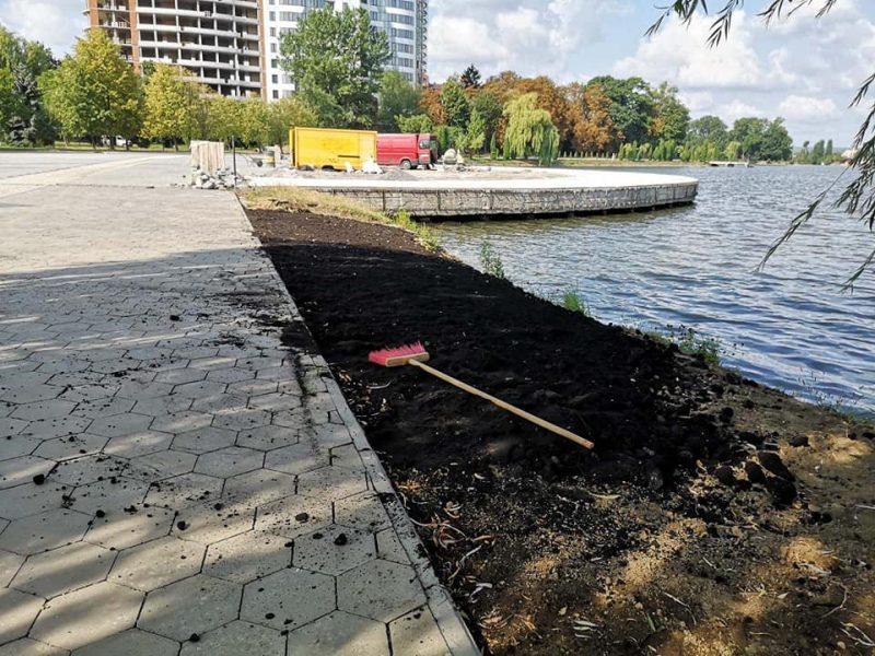 Через мільйонні борги ремонт франківського озера не завершать цього року