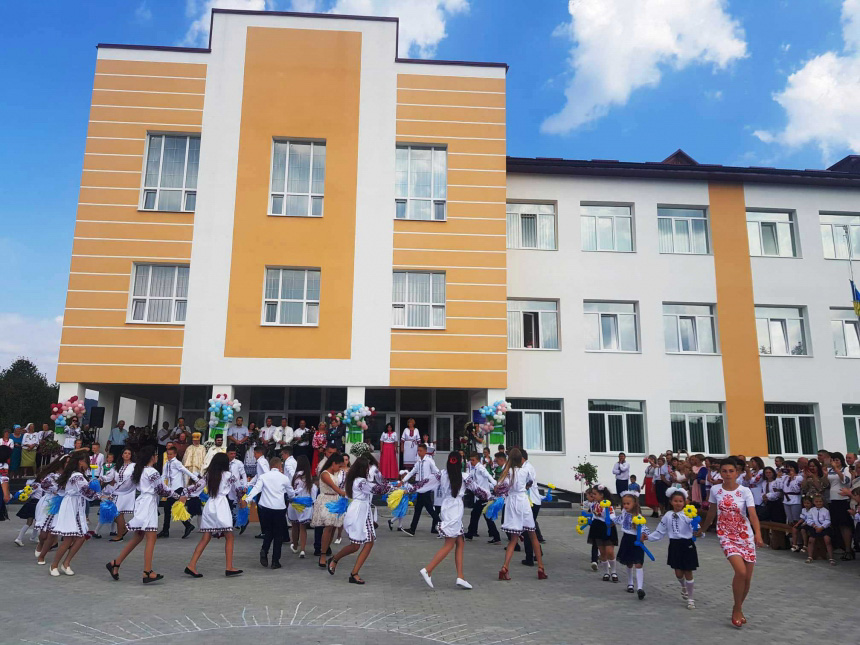 Чекали 8 років: Раківецька школа нарешті відкрила двері (ФОТО)