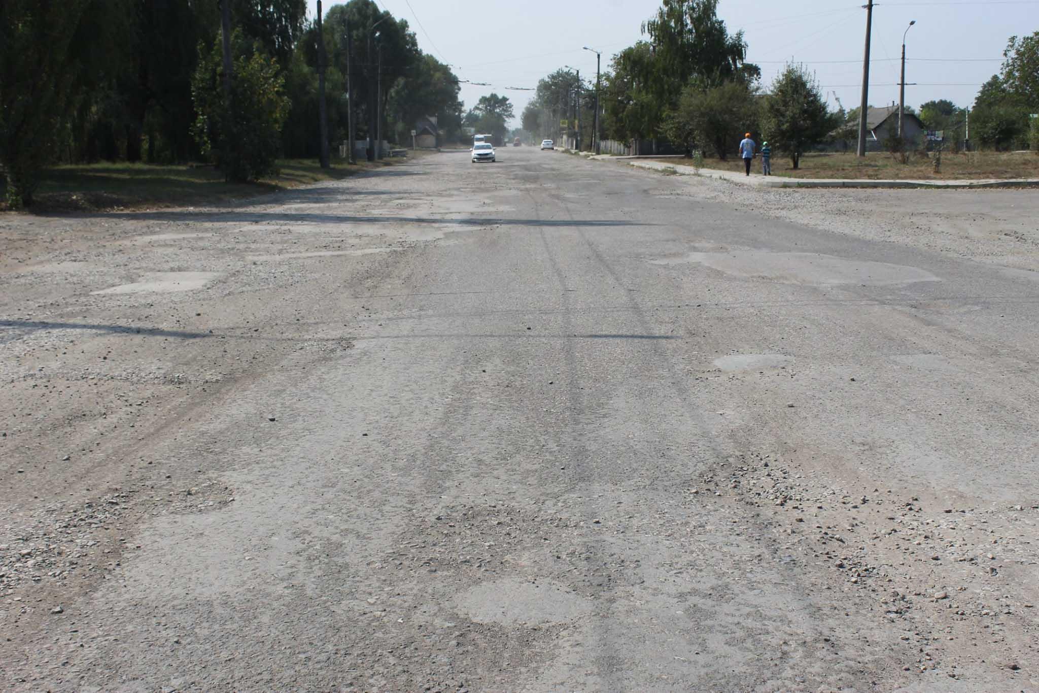 Багатомільйонний ремонт Автоливмашівської розпочали з копання дощівок (ФОТО)
