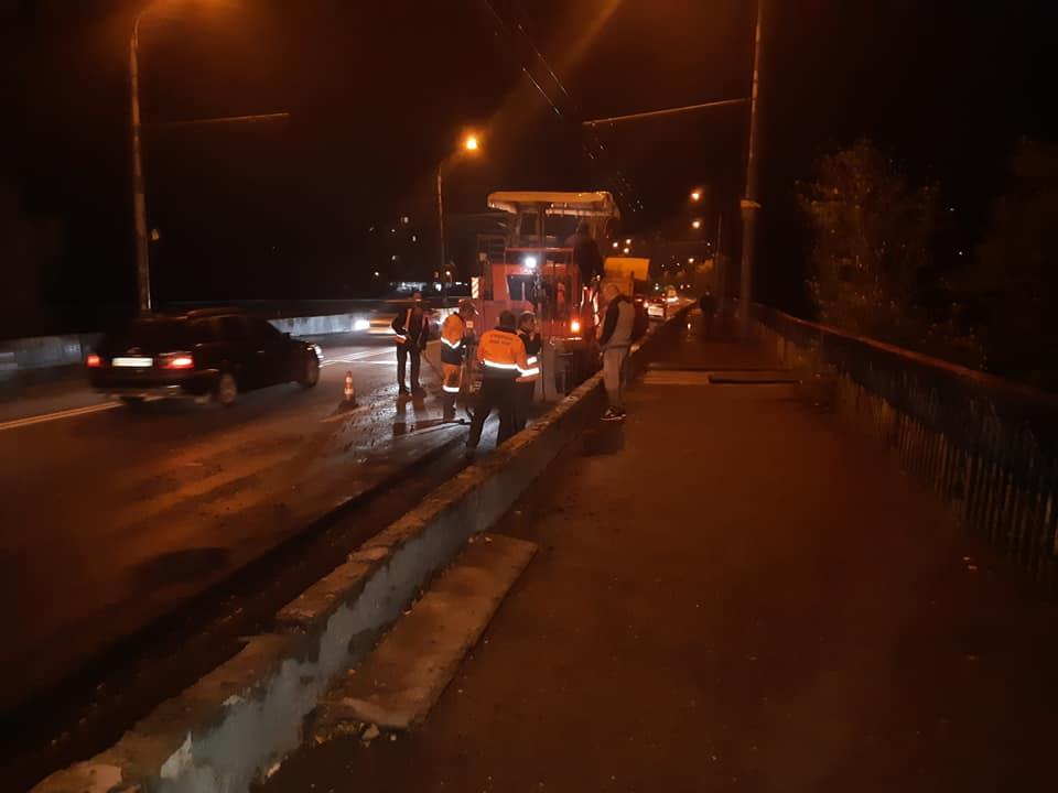 Вночі розпочали поточний ремонт моста на Пасічну (ФОТО)