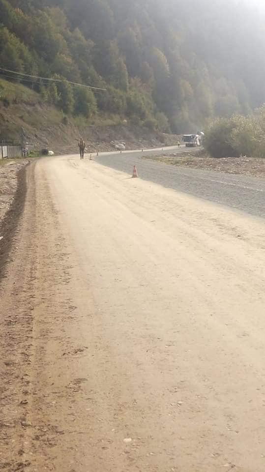 У селі на Верховинщині продовжують ремонтувати дорогу держзначення (ФОТО)