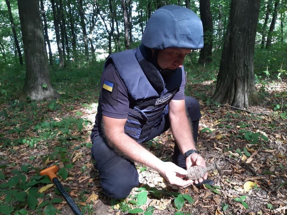У Коломийському районі піротехніки знищили застарілу гранату (ФОТО)