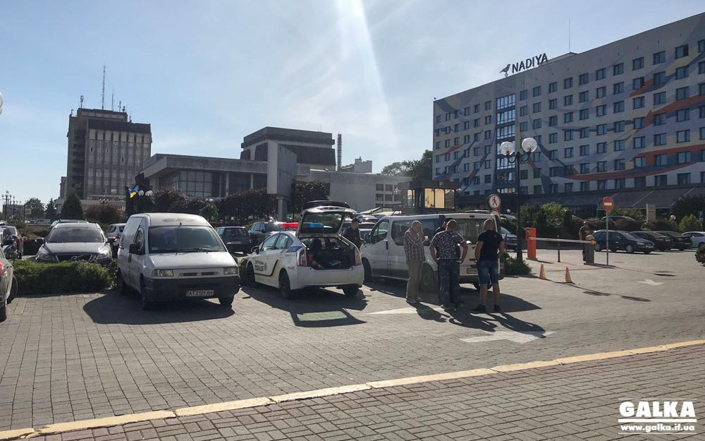 У Франківську патрульні оштрафували трьох п'яних чоловіків, котрі кермували однією машиною (ФОТО)