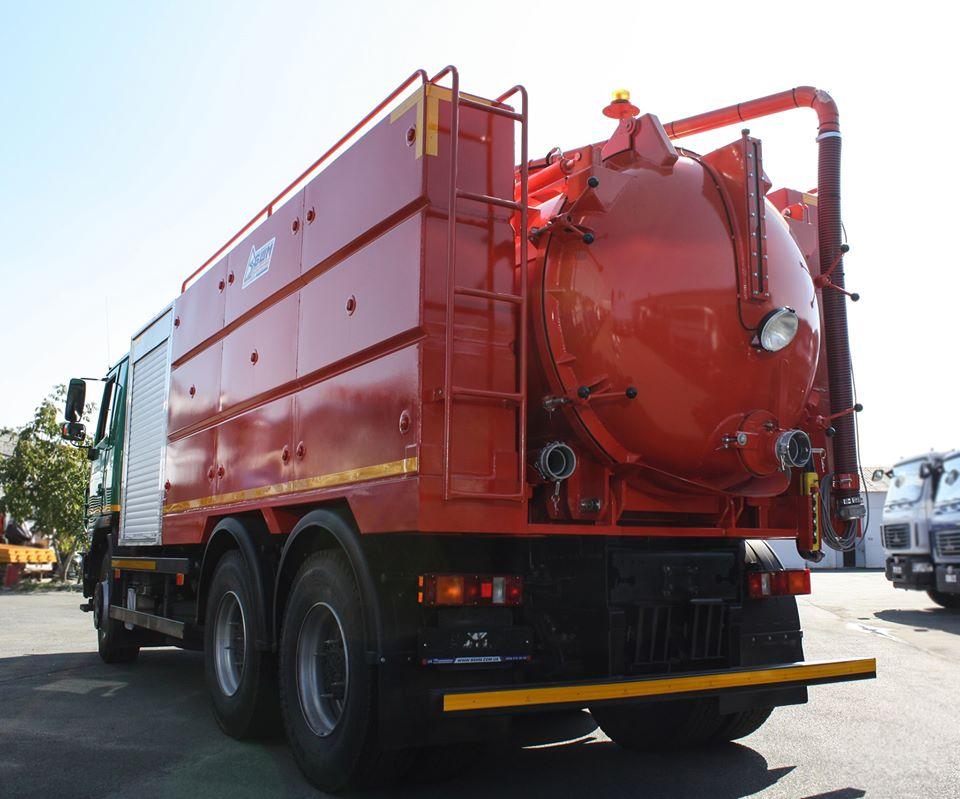 Франківські комунальники отримали каналізаційний спецавтомобіль (ФОТО, ВІДЕО)