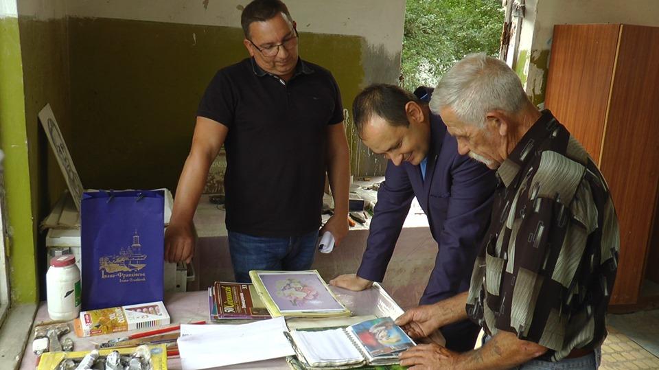 Безпритульному прикарпатському художнику виділили майстерню у Франківську (ФОТО)