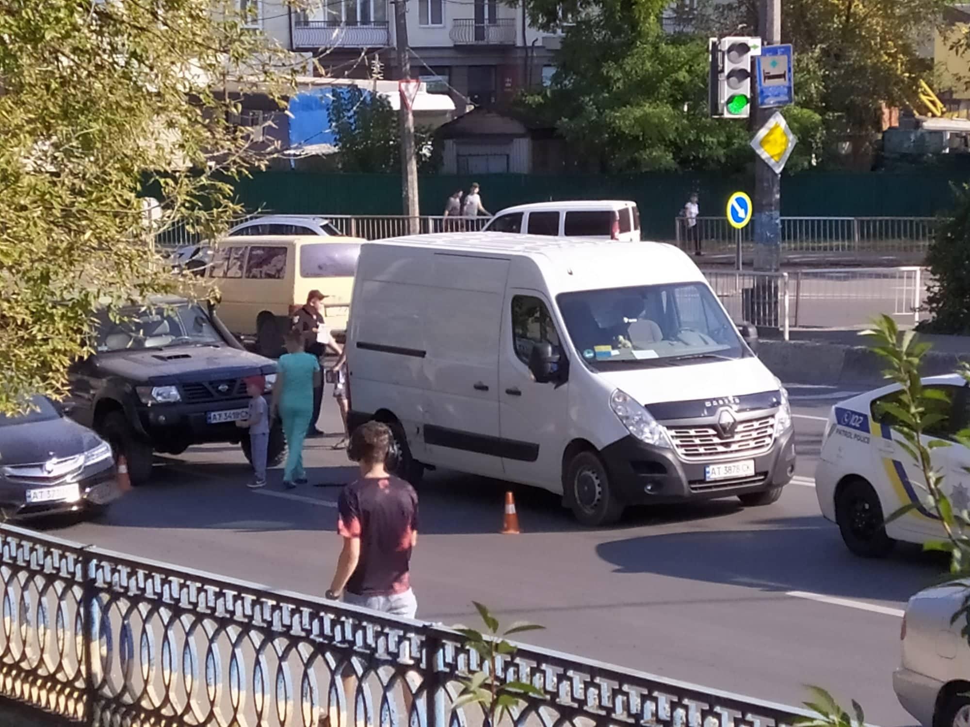 На Незалежності ДТП: момент аварії зафіксували на відео (ФОТО)
