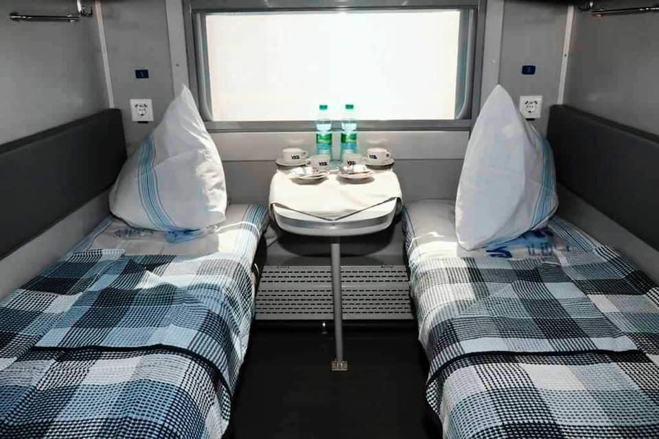 Без килимів та з USB-розеткою: в «Укрзалізниці» показали нові плацкартні вагони (ФОТО)
