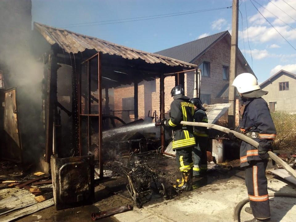 У Драгомирчанах загорівся гараж (ФОТО, ВІДЕО)