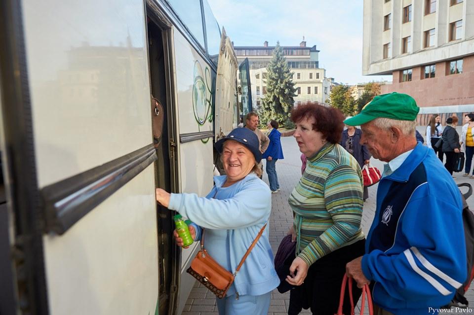 """До табору""""Лімниця"""" поїдуть ще три групи франківських пенсіонерів (ФОТО)"""
