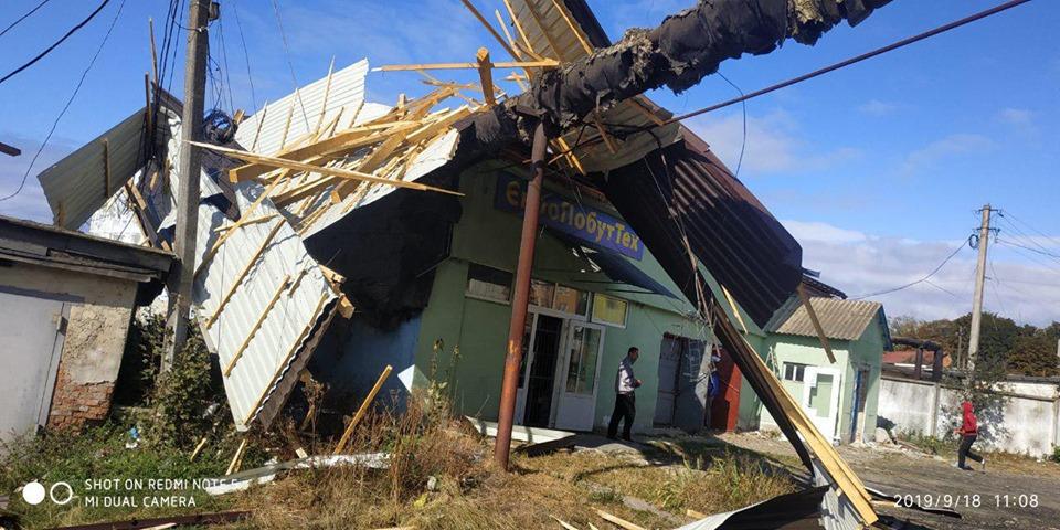 У Бурштині вітром знесло дах будинку (ФОТОФАКТ)