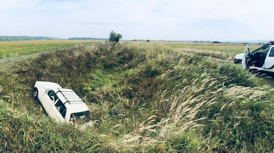 На Косівщині в чоловіка викрали автівку – її знайшли в рові (ФОТО)
