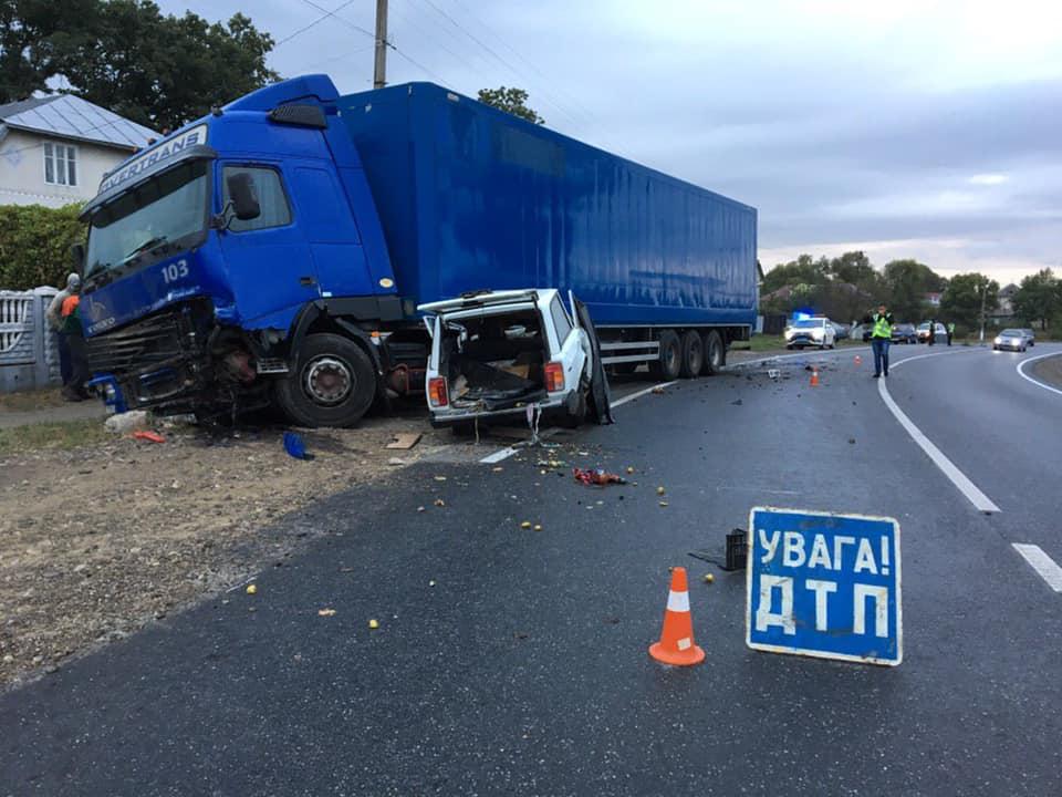 УРогатинському районі автомобіль зіткнувся з вантажівкою – двоє людей загинуло (ФОТО)