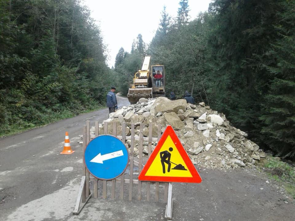 У горах укріплюють узбіччя дороги держзначення (фоторепортаж)
