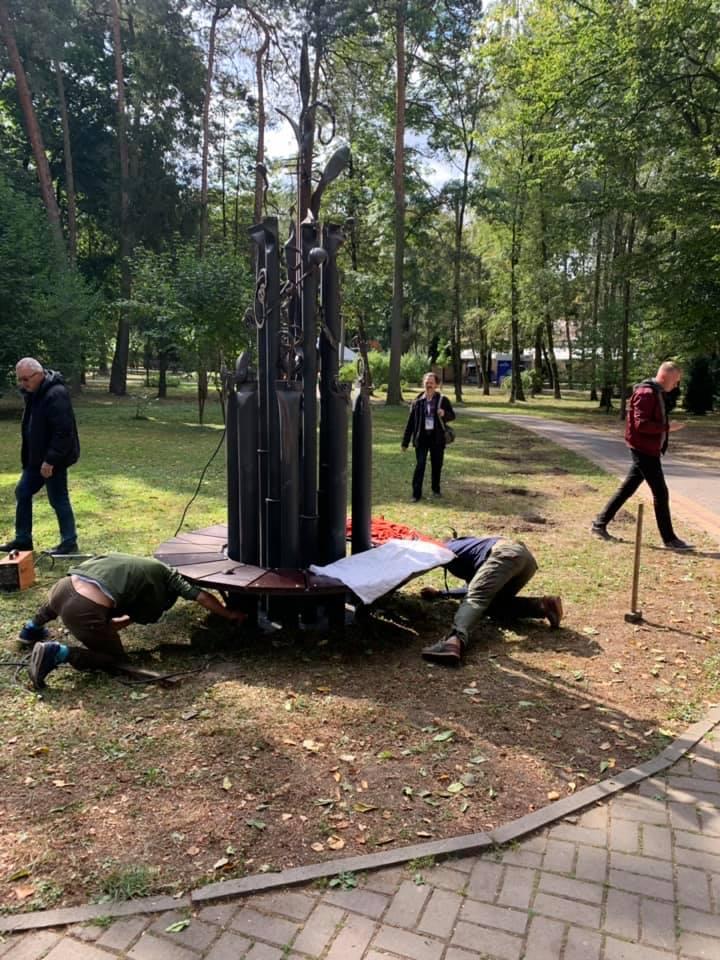 У парку Шевченка з'явилася ще одна ексклюзивна лавка (ФОТО)