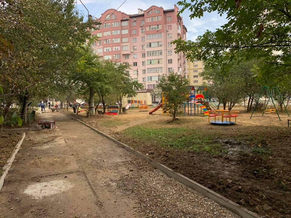 У Франківську на Симоненка облаштовують сквер (ФОТО)