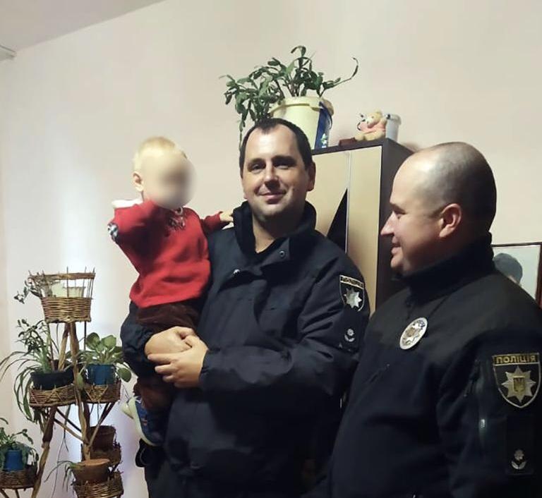 Коломиянка залишила самого півторарічного сина – його знайшли на вулиці (ФОТОФАКТ)