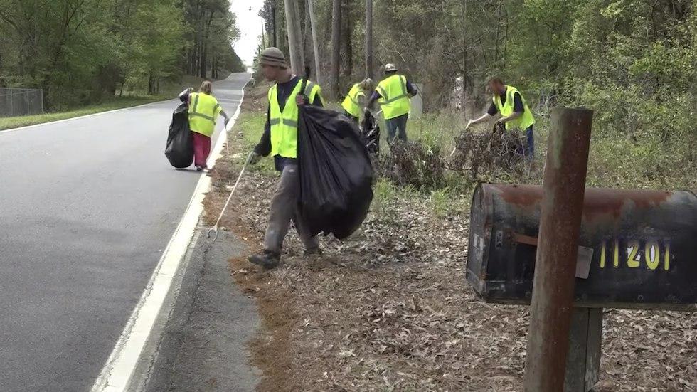 У США безхатькам платять за збір сміття майже 10 доларів за годину