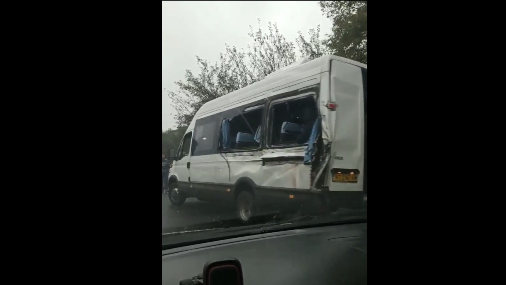 На Калущині зіткнулися пасажирський автобус і фура. Одна людина загинула, ще двоє – травмовані (ФОТО, ВІДЕО)