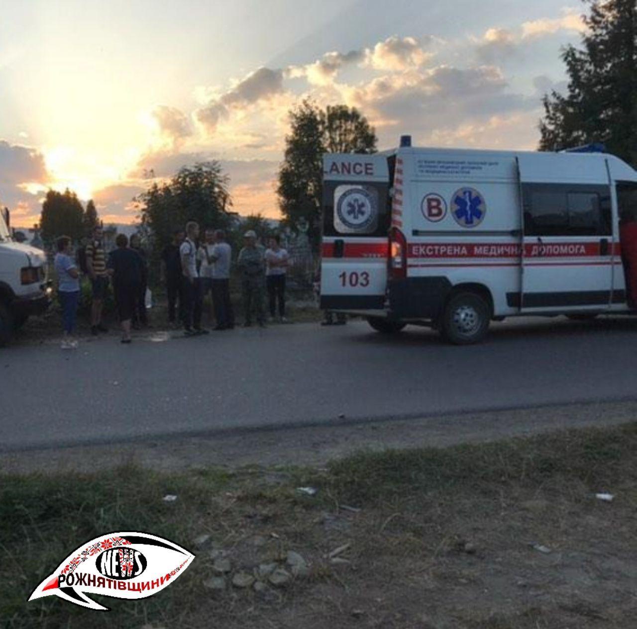 На Прикарпатті водій рейсового автобуса збив велосипедиста і втік (ФОТО)