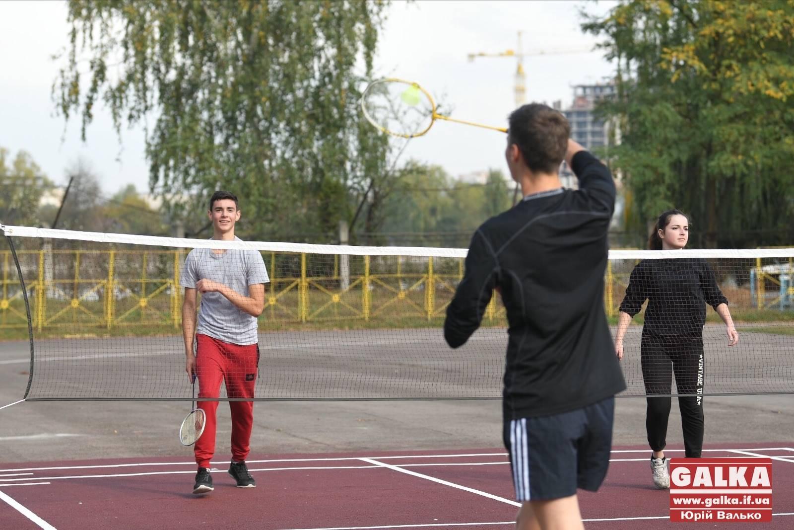 В Івано-Франківську відкрили професійний майданчик для гри у бадмінтон (ФОТО)