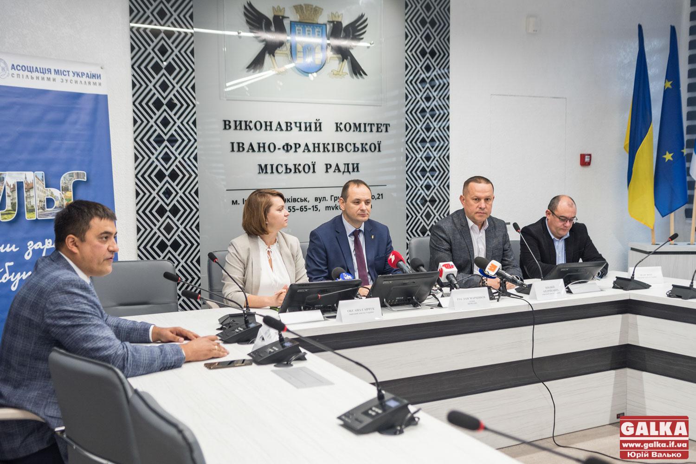 """""""Маємо відстояти потреби Прикарпаття"""", – нардепи у Франківську обговорюють формування держбюджету-2020 (ФОТО)"""