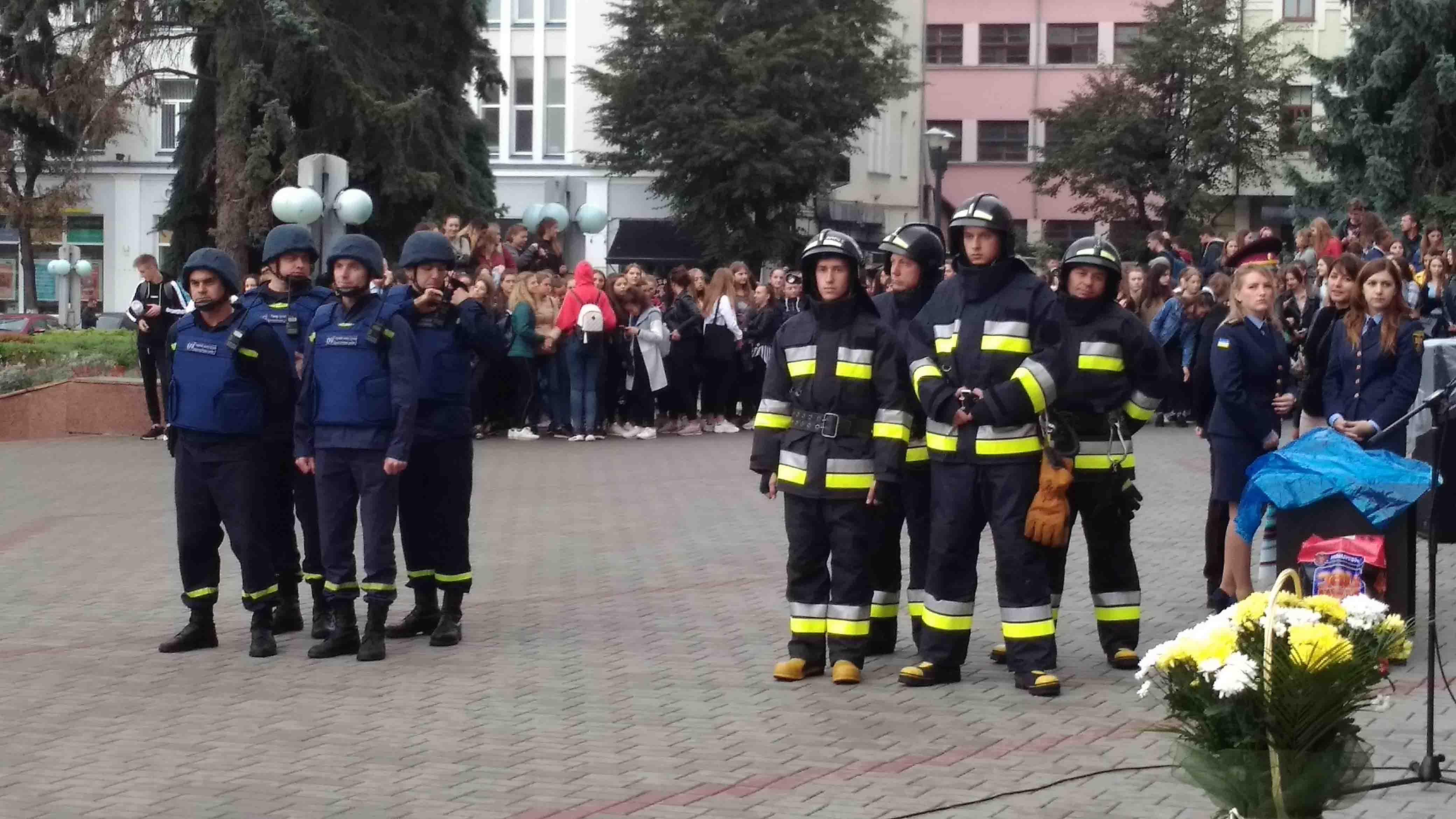 Ми завжди готові прийти на допомогу: Івано-Франківськ урочисто відсвяткував День рятівника (ФОТО)