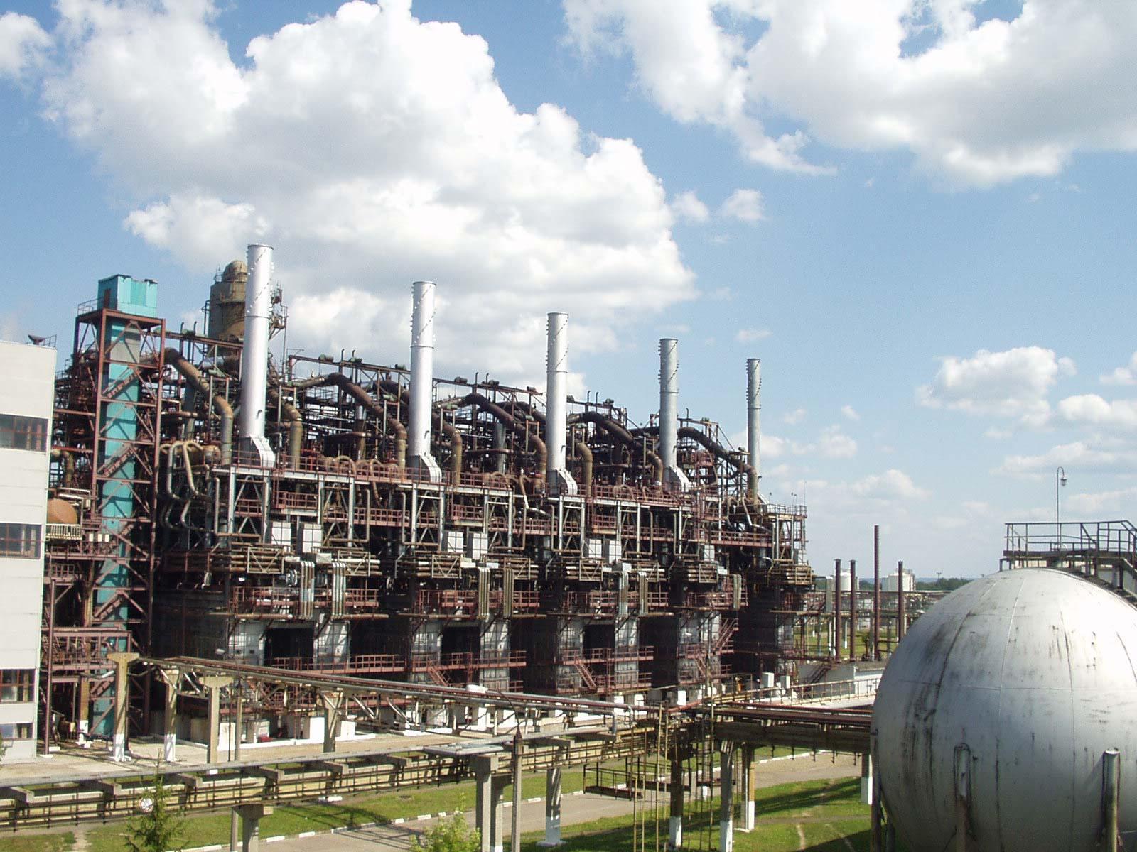«Карпатнафтохім» планує розширити хімічне виробництво