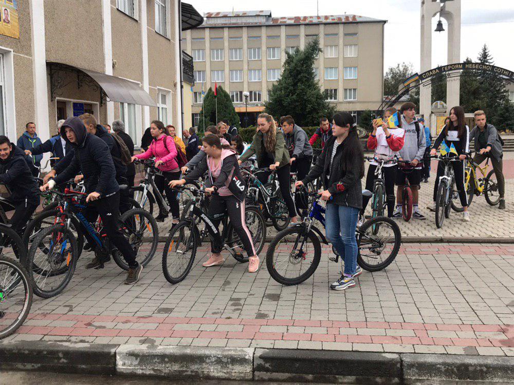 Школярі та учителі з Тисмениці вирушили на велопрощу в Погоню (ФОТО)