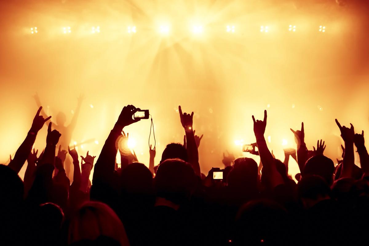 Стало відомо, коли в Україні дозволять проводити концерти