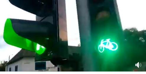 У Франківську запрацював перший велосипедний світлофор (ВІДЕО)