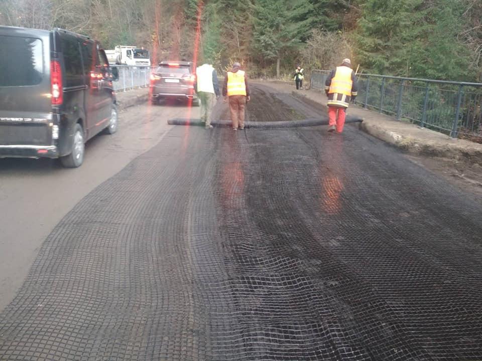 На Прикарпатті продовжують ремонтувати дороги держзначення і мости (ФОТО)