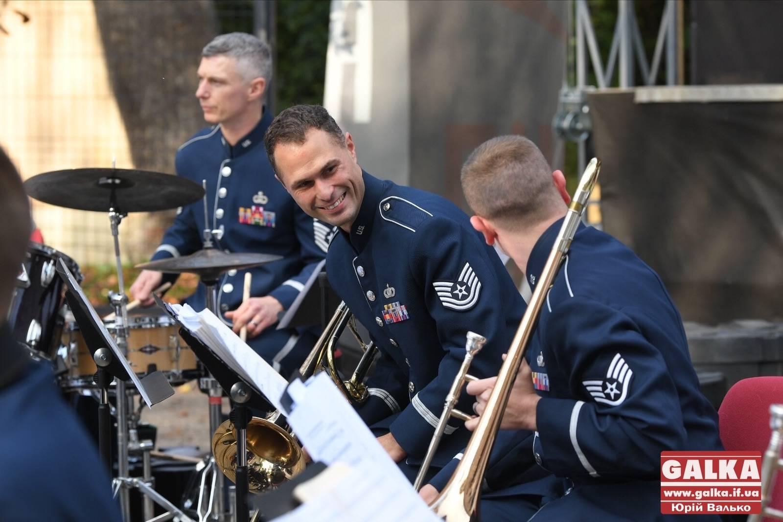 До міста завітали музичні посли зі США – влаштували репетицію для юних франківців (ФОТО, ВІДЕО)