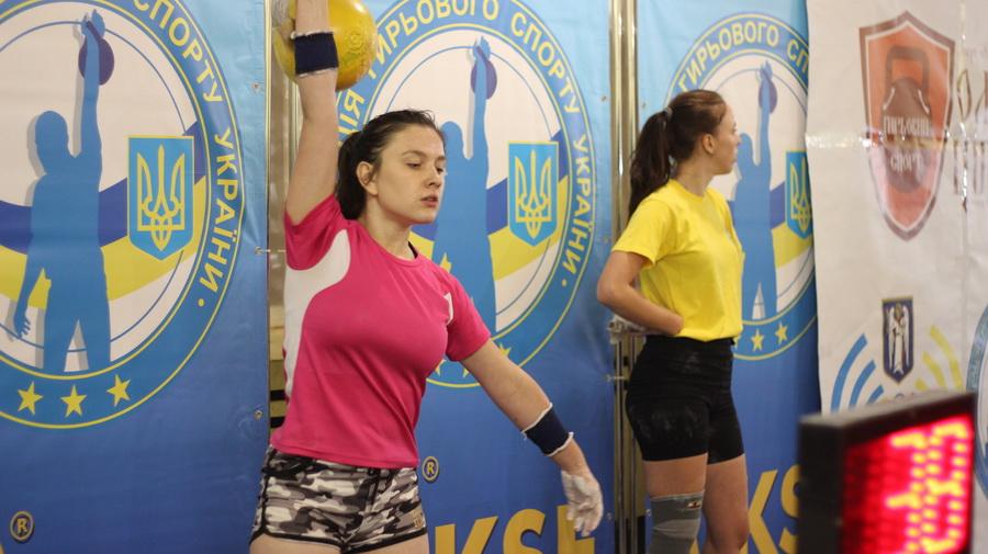 Франківські студенти перемогли на Всеукраїнських змаганнях із гирьового спорту (ФОТО)